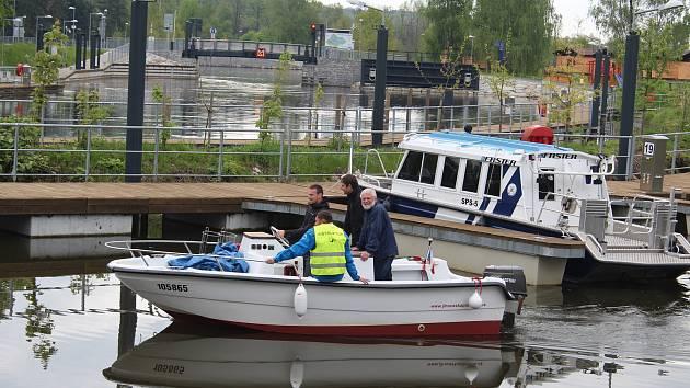 Hněvkovická plavební komora otevřená před dvěma lety (na snímku) přivedla do Hluboké nad Vltavou více návštěvníků.