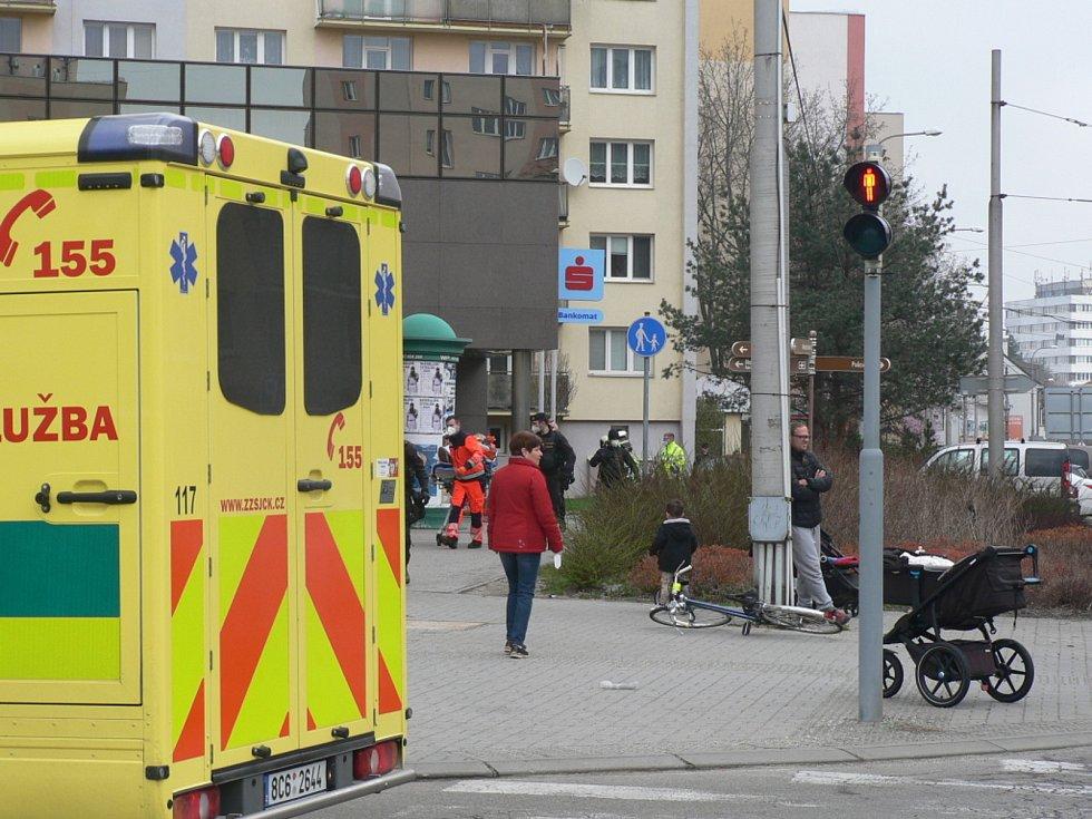 Nehoda na Lidické v Českých Budějovicích. Lidická byla kvůli tomu v neděli dopoledne zcela uzavřena nedaleko Samsona.