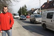 Frekventovaná ulice Oskara Nedbala spojuje Husovu ulici se sídlišti Šumava a Máj.
