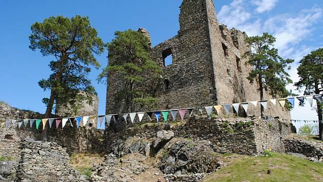 Helfenburk je zřícenina hradu asi 5,5 kilometru od Bavorova