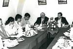 : V pátek 18. října 1996 Václav Havel v hotelu City, kde se svým doprovodem nocoval, se při snídani setkal s vybranými studenty píseckých středních škol. Prezident posnídal housky s pažitkovou pomazánkou, koláče, kávu s mlékem a ovoce.