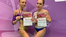 Medailový úspěch. Zleva Lucie Plášilová a Barbora Lukšová