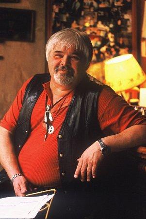 Fešáci budou 1.prosince na koncertu Vánoční saloon vbudějovickém Metropolu vzpomínat ina Pavla Brümera, zpěváka a banjistu, který letos  15.září zemřel ve věku  69let.