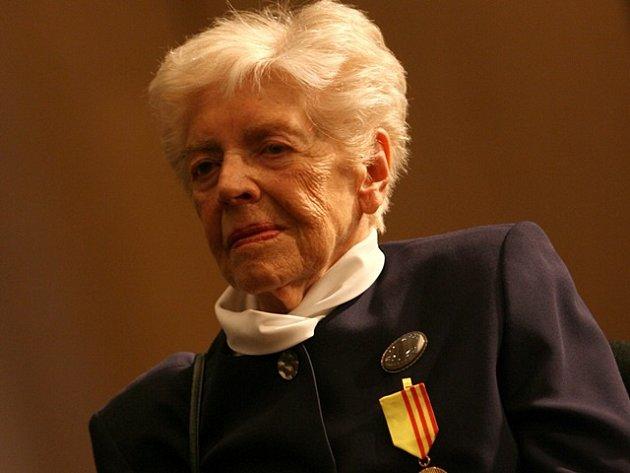 Před několika lety získala Louise Hermanová od tehdejšího budějovického primátora Juraje Thomy ocenění Za zásluhy.