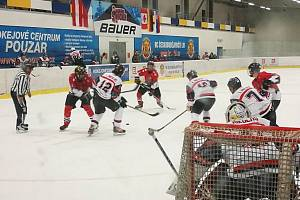 Také loni bylo dějištěm mezinárodního turnaje hokejových amatérů v Č. Budějovicích Pouzar centrum.