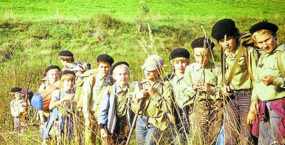 Tradiční výprava Indiánských her v září 1982 (třetí mrňous odzadu – budoucí houslový virtuos Pavel Šporcl).