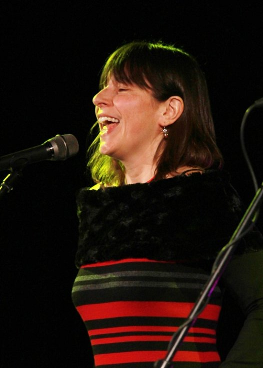 Pocta skupině Minnesengři, kteří vznikli před 45 lety, se odehrála 14. listopadu 2013 v českobudějovickém DK Metropol. Na snímku zpěvačka Michaela Hálková (Žalman a spol.).