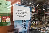 V českobudějovickém IGY Centru zůstala od sobotního rána část obchodů zavřená.
