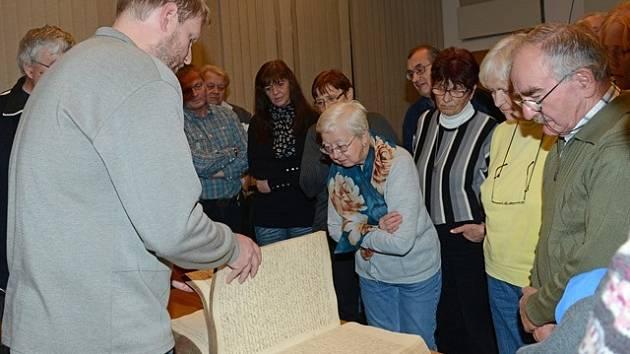 Vycházky za historií v budějovickém archivu.