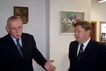 Jihočeský hejtman Jan Zahradník (vlevo) hostil předsedu Košického samosprávného kraje Zdenka Trebul'u. Šéfové regionů odstartovali začátek partnerských vztahů, které se zaměří na rozvoj ekonomiky a vzdělávání.