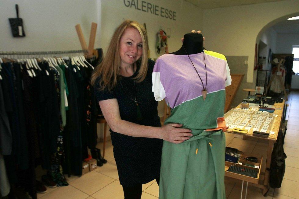 Znovuotevřeno v Českých Budějovicích,butik Esse Shop Galery majitelka Mína Mládková