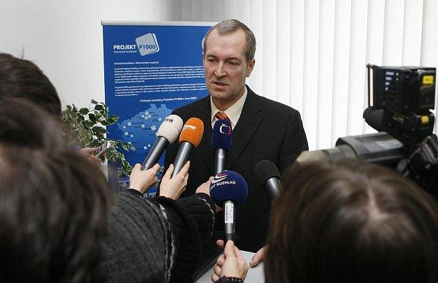 Pozadí čtvrteční vraždy objasnili v pátek budějovičtí policisté. Na snímku je náměstek ředitele pro službu kriminální policie a vyšetřování Roman Svatoš.