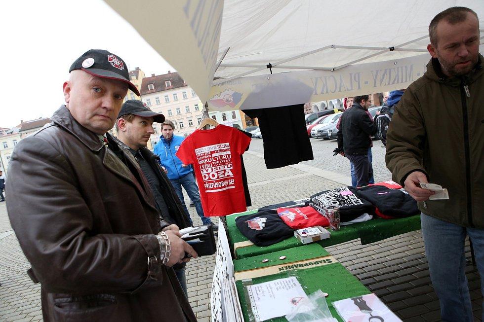 Antiislamisty přišel podpořit i Jaromír Pytel, který v minulosti stál v čele demonstrací a pochodů na českobudějovické sídliště Máj