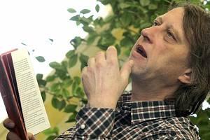 Dvakrát se v sobotu na festivalu Tabook představí Jáchym Topol.  Od 10 hodin s produkcí Knihovny Václava Havla, od 15 hodin při čtení s Jiřím Peňásem.