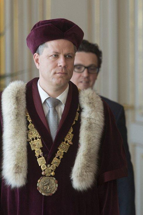 Prezident Miloš Zeman v úterý jmenoval nového rektora Jihočeské univerzity Tomáše Machulu.