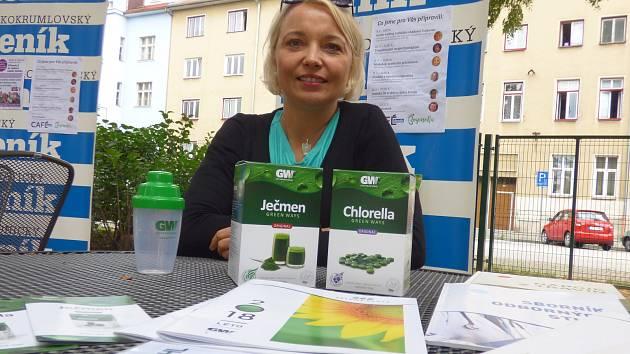 Před šesti lety začala Zuzana Mauricová (na snímku) užívat ječmen a chlorellu. Nyní se o své zkušenosti z užívání dělí s dalšími.