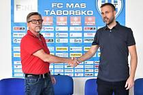 Memorandum o vzájemné spolupráci v Táboře v sobotu podepsali majitel prvoligového Dynama JUDr. Vladimír Koubek a člen správní rady druholigového Táborska Ondřej Dvořák.