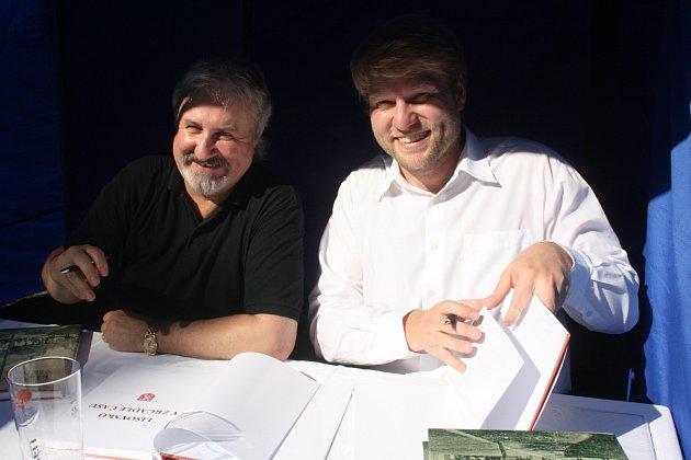 Autoři nové knihy Lišovsko v zrcadle času Václav Rameš a Daniel Kovář (zleva)