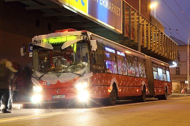 Zdarma vstupenky do Mikulášského autobusu na 5. prosince je nutné vyzvednout si co nejdříve v Informační kanceláři Dopravního podniku města České Budějovice v přízemí OC Mercury.
