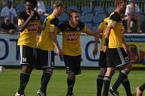 Fotbalisté Dynama se radují z vítězného gólu ve Vlašimi. Uspějí i v sobotu doma s Třincem?
