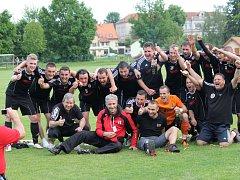 Fotbalisté Spartaku Trhové Sviny si o víkendu výhrou nad Slavonicemi zajistili dvě kola před koncem postup do I.A.