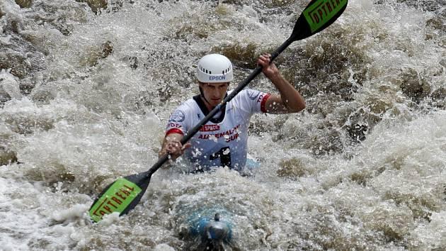 Jan Kobes patřil v nedávné minulosti k nejtalentovanějším českým vodním slalomářům. Teď se přeorientoval na jiné sporty, o víkendu si vyzkoušel závod Xterra Czech 2008.