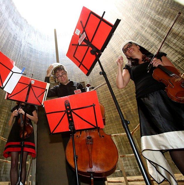 Kvarteto Jihočeské filharmonie zahrálo 20.června vchladicí věži Jaderné elektrárny Temelín. Zazněly skladby Mozarta, Debussyho a Dvořáka. Koncert sledovalo 30diváků, víc jich dovnitř kvůli bezpečnosti nemohlo.