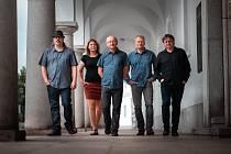 Křest alba Vyřiďte doma kapely Spolektiv připadá na pátek 11. října.