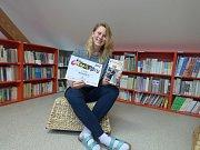 Jednou z redaktorek Magazínu 64, která si přebírala diplom pro nejlepší školní časopis, byla Štěpánka Trčková (na snímku).