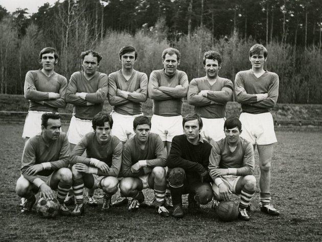 Miroslav Hule jako fotbalová naděje, když mu bylo 18let, Zliv, I. B třída, hrál centrforvarda.