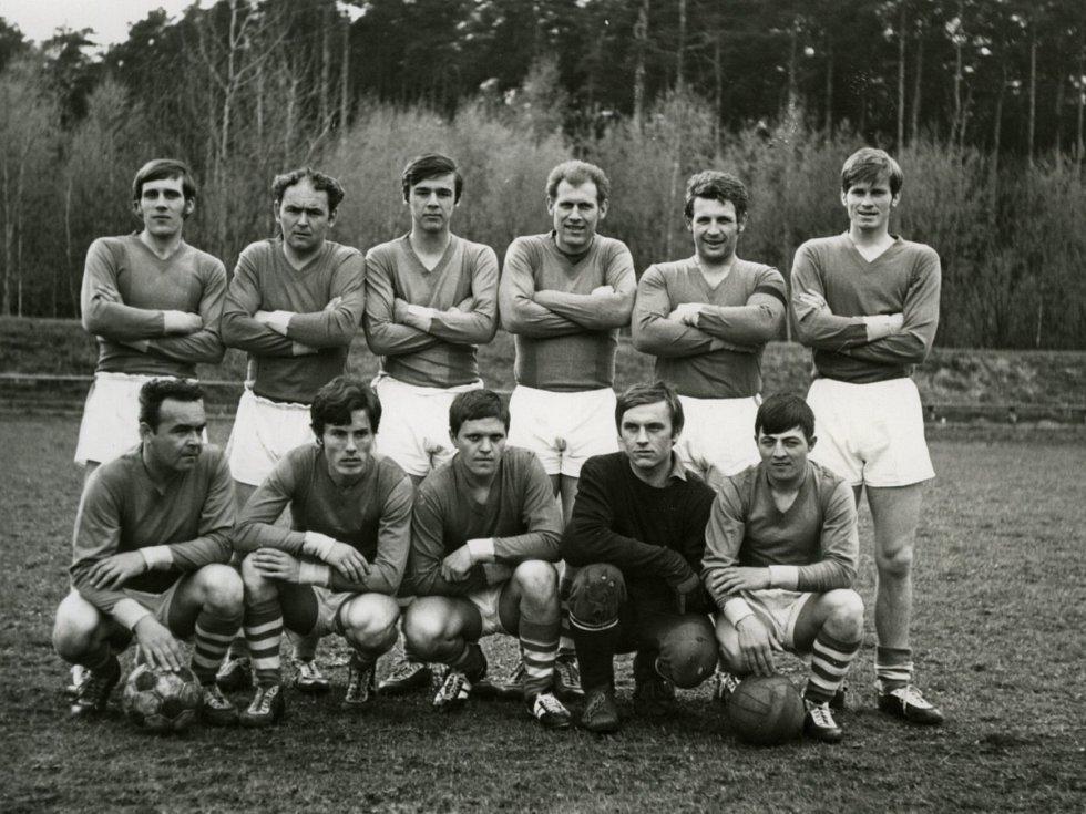 Miroslav Hule jako fotbalová naděje, když mu bylo 18 let, Zliv, I. B třída, hrál centrforvarda.