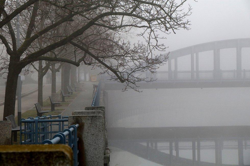 Mlha v Českých Budějovicích.