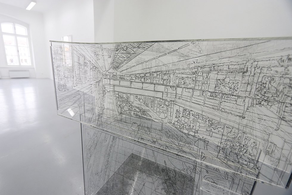 Křehké a senzitivní je podle kurátora Michala Škody dílo, které tvoří Pia Linz.