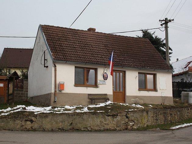 Obyvatelé Vlkova na Českobudějovicku si v sobotu při dodatečných komunálních volbách vybírali své zastupitele.