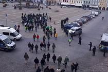 Před nedělním zápasem fotbalové Fortuna: ligy dohlíželi na fanoušky hostů z Bohemians policisté.