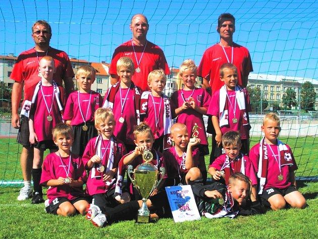 Nejlepší tým fotbalového turnaje v Písku. Ve finále Dynamo ČB (trenéři Hrabík, Macoun a Prokop) porazilo Spartu 5:3.
