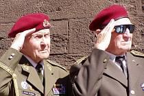 Brigádní generál Antonín Husník (vlevo).