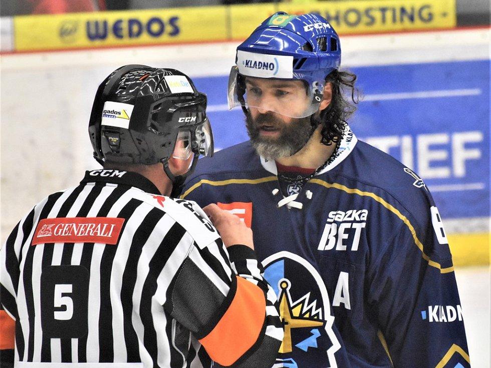 Jaromír Jágr v diskuzi s rozhodčím.