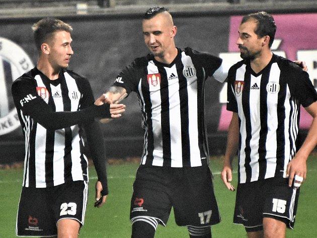 Zápas Dynama s Jihlavou o první místo ve II. lize bude šlágrem fotbalového víkendu na jihu Čech.