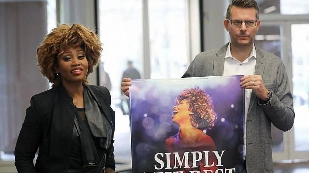 Hvězda s napadeným plakátem.