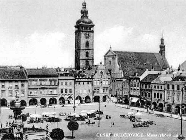Náměstí před rokem 1932.