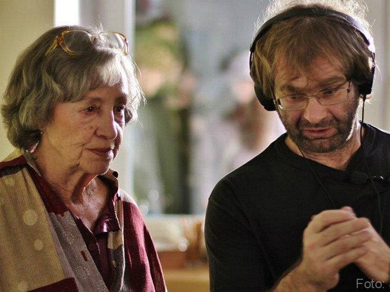 Režisér Tomáš Binter z Českých Budějovic natočil film 100x nic (na snímku s Ninou Divíškovou) a podílel se na klipu k Písni práce od skupiny Buty.