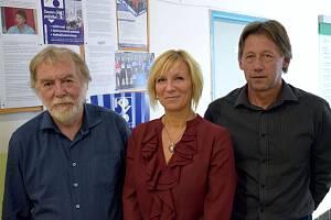 Odboráři svazu KOVO, region jižní Čechy, mají novou vedoucí regionální kanceláře - Pavlínu Jirkovou. Na snímku odboráři Rudolf Tkáč, Pavlína Jirková, Jan Janoušek (zleva).