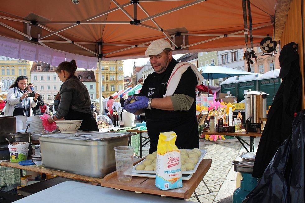 Švestkové trhy na českobudějovickém náměstí Přemysla Otakara II. přilákaly mnoho kolemjdoucích.