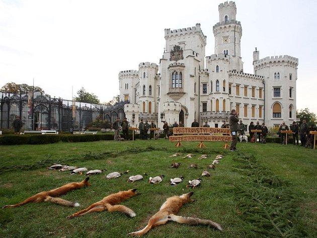 Dalšího ročník tradičního Mistrovství Šumavy zahájili Jihočeští trubači v zahradě hlubockého zámku.