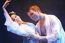 Zdeněk Mládek z baletu Jihočeského divadla (na snímku jako Pinkerton v Madame Butterfly) má velkou šanci získat celostátní cenu Thálie.