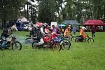 Fichtl cup Florida, terénní závod motocyklů Jawa 50 Pionýr, se jel u Hůrského rybníka u Adamova na Českobudějovicku.