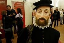 V Rožmberském paláci Pražského hradu otevřel Jihočeský kraj velkou výstavu Rok růže. Představuje známý šlechtický rod pomocí dokumentů, fotografií, kostýmů i exponátů z muzea. Expozice potrvá do konce příštího roku.