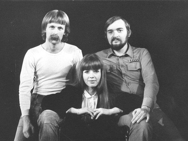 Jan Burian a Jiří Dědeček vydávají své první a poslední společné album. Na šesti CD shrnuje jejich hraní zlet 1974 - 1985, hraní sMagdou Křížkovou (na snímku), neznámé nahrávky ikoncert na Večeru rozpadlých dvojic vpředvečer listopadové revoluce.