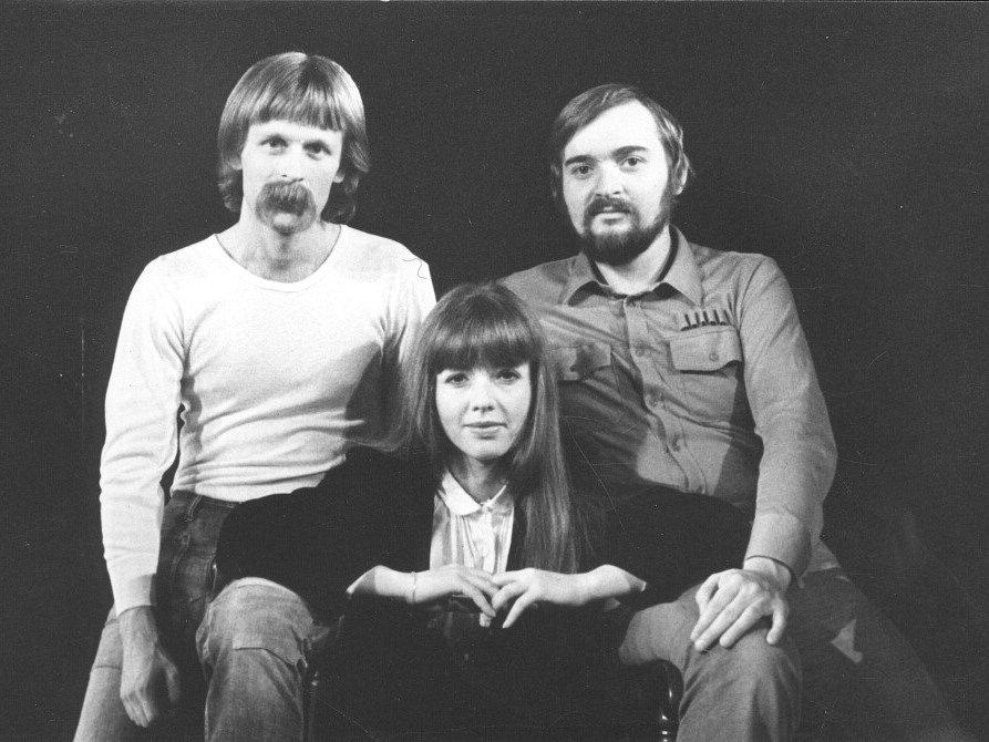 Jan Burian a Jiří Dědeček vydávají své první a poslední společné album. Na šesti CD shrnuje jejich hraní z let 1974 - 1985, hraní s Magdou Křížkovou (na snímku), neznámé nahrávky i koncert na Večeru rozpadlých dvojic v předvečer listopadové revoluce.